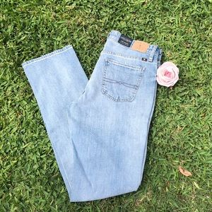 Lucky brand  mid rise jeans. 💙